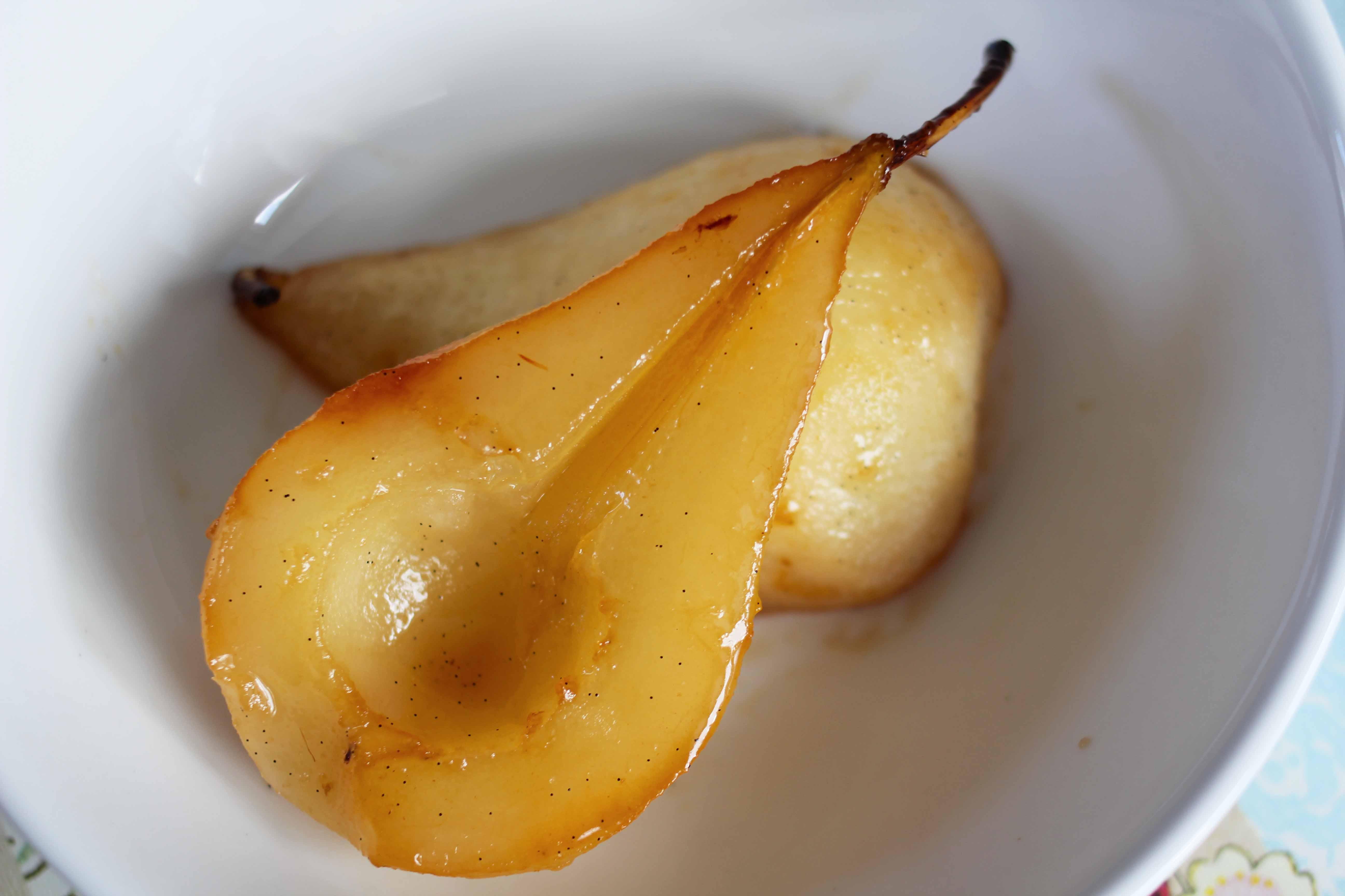 vanilla roasted pears }