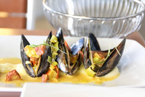 mussels and curry sauce